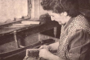 Bürstenmacherin, Handwerk, Bürste