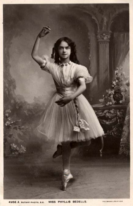 ballerina britisch miss phyllis bedells berufe und t tigkeiten dieser welt. Black Bedroom Furniture Sets. Home Design Ideas