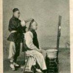 chinesischer Barbier rasiert Kunden den vorderen Kopf