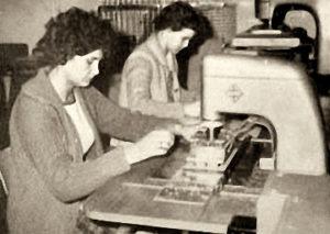 Buchbinderinnen, Buchbinderei, Heftmaschinen
