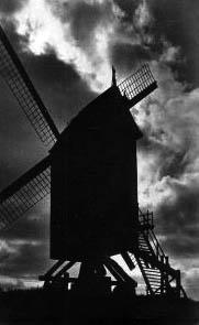 Foto: Silhouette eine Mühle