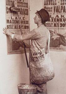 Plakatierer, Plakatkleber, Plakate