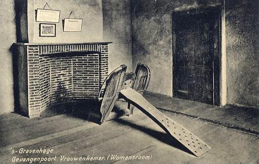 Foltergerät in der Frauenkammer eines Gefängnisses