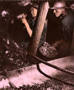 Bergleute, Bergmänner, Untertage, Bergbau, Stollen