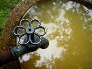 Brunnen, Wasserhahn, Wasser