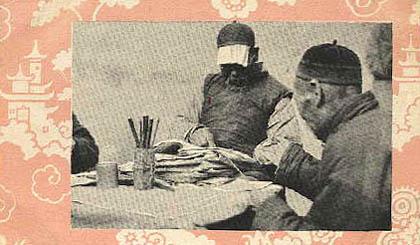 sw-Foto: Wahrsager liest einem Mann aus der Hand