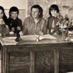 Lehrerin, Schülerinnen, Schule, Siebenbürgen, Rumänien