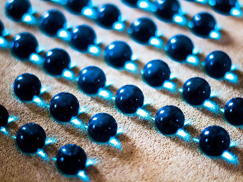 Foto: blaue Glasmurmeln