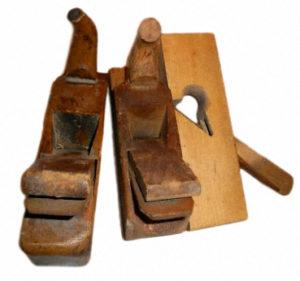 Werkzeug: zwei alte Hobel