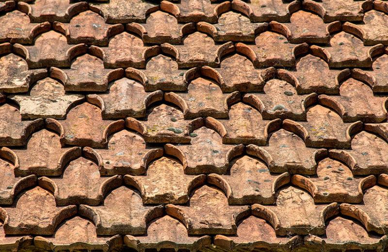 Foto: Dach mit alten Dachziegeln