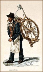 Farblitho: Scherenschleifer trägt Schleifvorrichtung mittels einem Lederriemen auf dem Rücken