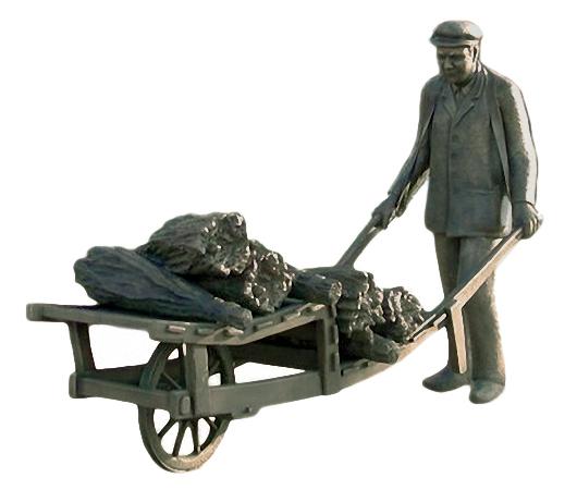 Bronzefigur: lebensgrosser Besenbinder mit Schubkarre