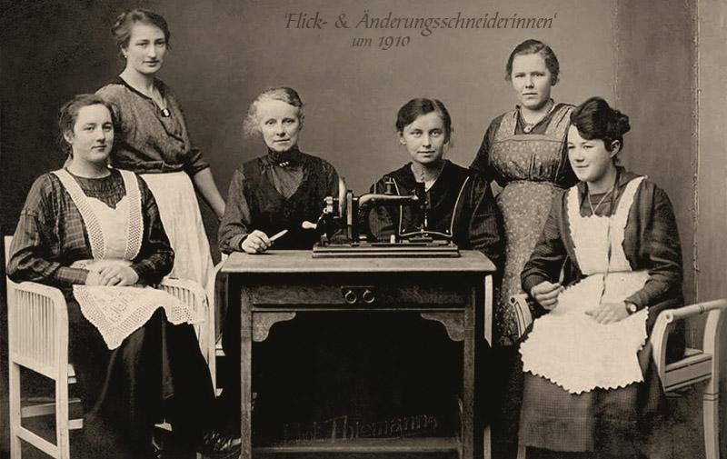 sw Foto: Gruppenbild von sechs Flickschneiderinnen
