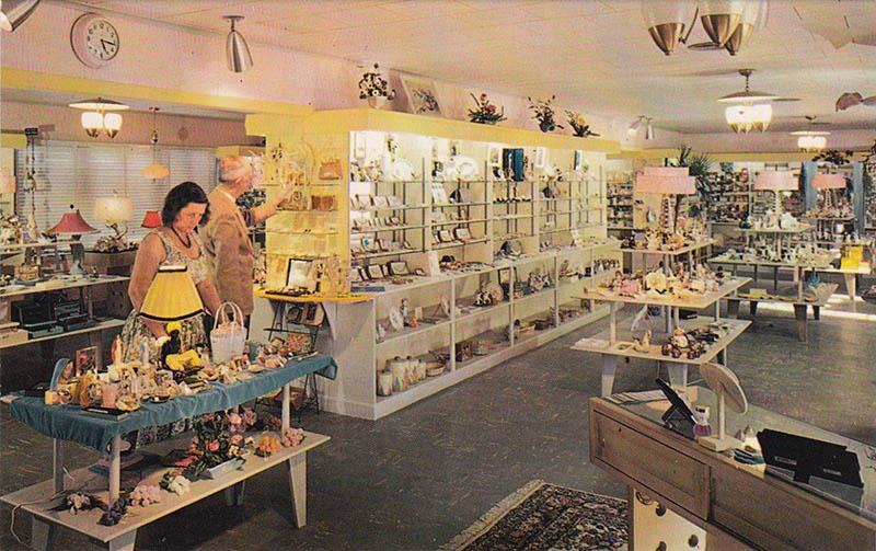 altes Farbfoto: Inneneinrichtung Juwelierladen