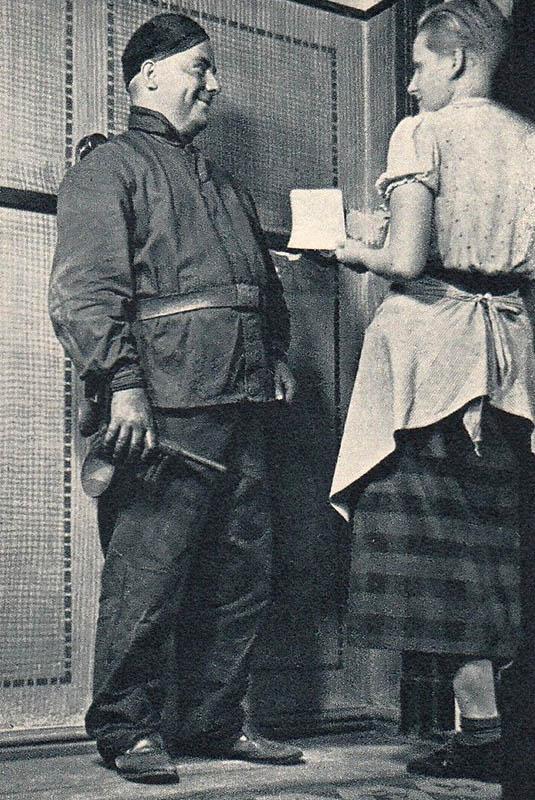 sw-Foto: Schornsteinfeger beim einer Kundin