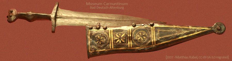 Farbfoto: in Österreich geborgener römischer Soldatendolch - 2. Jh v. Chr