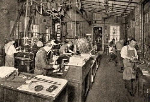 sw Foto: mehrere Schwertfeger an verschiedenen Arbeitsplätzen - 1910, USA