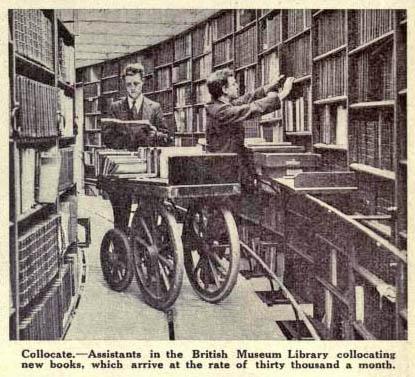 Einsortieren der zurückgebrachten Bücher.