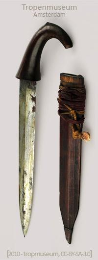 Farbfoto: Dolch mit gebogenem Holzgriff und Holzscheide - 19. Jh