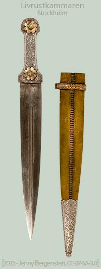 Farbfoto: Dolch mit verziertem Silbergriff und Lederscheide - 19. Jh