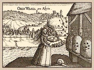 Holzschnitt: Imkerin vor Bienenhaus stehend