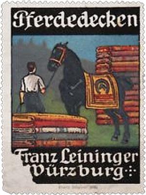 Reklamemarke: 2 Stapel bunter Pferdedecken, dazwischen Pferd mit einer übergelegten solchen - 1904