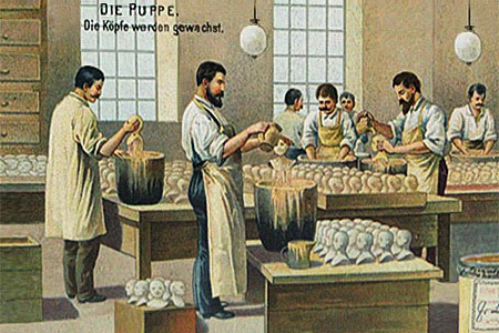 Sammelbild: Männer bearbeiten Puppenköpfe mit Wachs - 1910