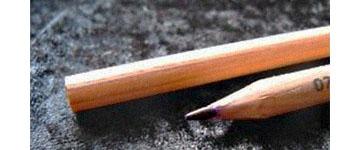 Farbfoto: Ende und Spitze eines Kopierstifts als Nahaufnahme