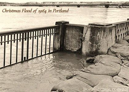 sw Foto: Sandsäcke als Schutz bei Hochwasser - 1964, USA