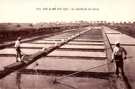 Postkarte: zwei Arbeitern auf den Salzfeldern