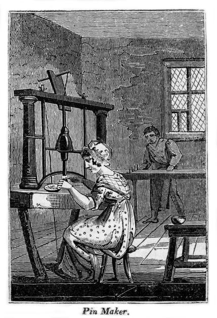 Frau und Mann stellen an mechanischen Geräten Nadeln her