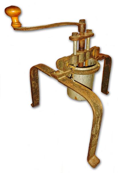 alte, antike Nudelmaschine zum Machen von Spätzle