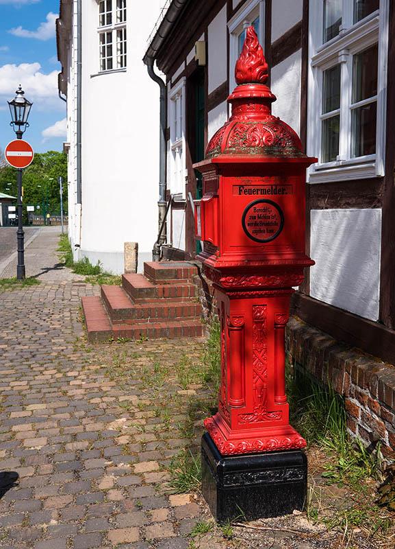 historischer roter Feuermelder
